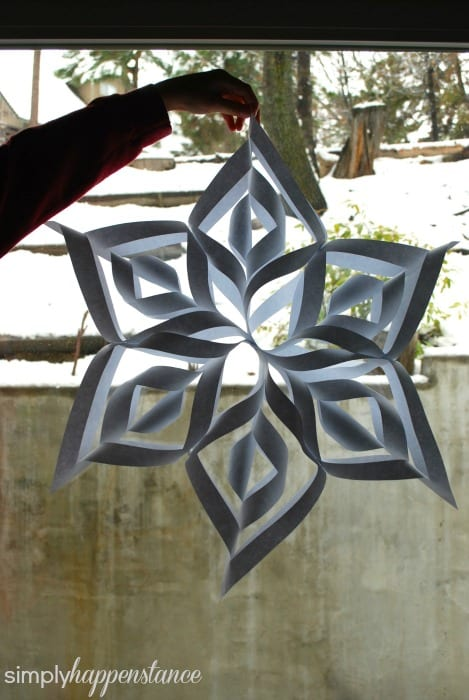 DIY Tutorial for Snowflakes! {via simply happenstance}