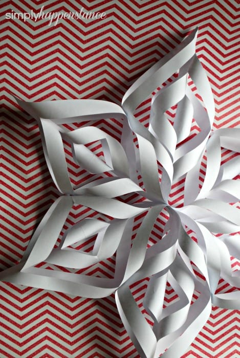 Snowflake Tutorial via Simply Happenstance! Perfect for gift wrap or decorations!