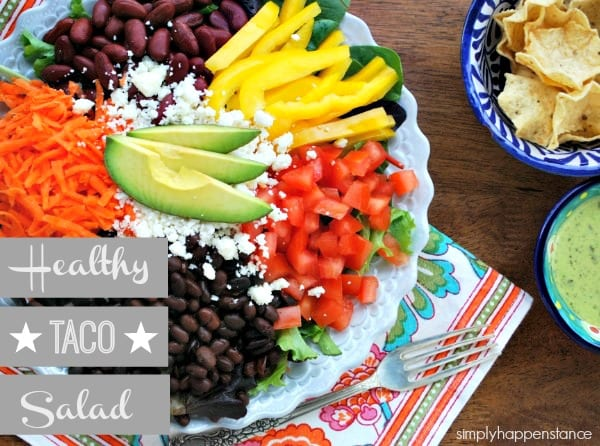 Healthy Taco Salad Recipe {via Simply Happenstance Blog}! The perfect lunch or dinner! #vegetarian #recipe #lunch #dinner #easymeal #wholefoods