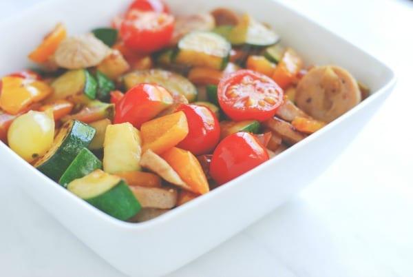 chicken sausage veggie bowl {recipe via simplyhappenstance.com} #chickensausage #veggiebowl