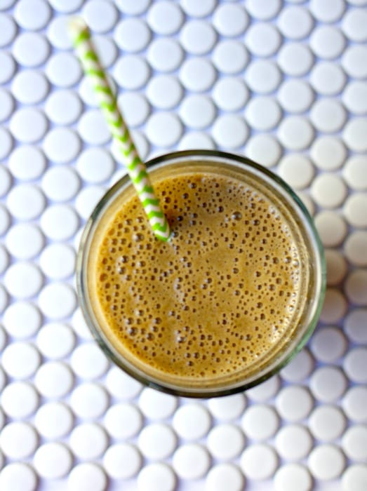 Healthy and Easy Greens Detox Smoothie using Aloha Greens