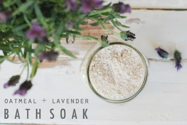 DIY Oatmeal and Lavender Bath Soak  simplyhappenstance.com #DIY #bath #moms #oatmeal #lavender