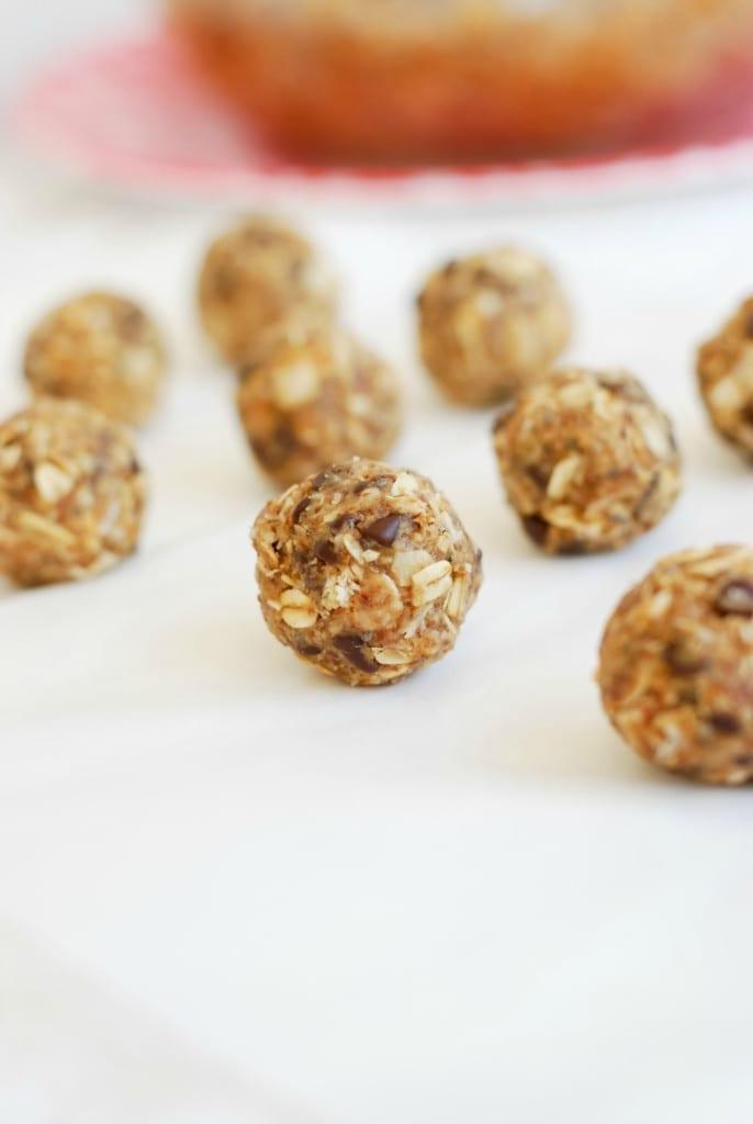 Protein Packed Energy Bites (recipe on Simply Happenstance) #energyballs #nobake #healthysnacks