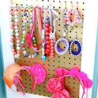 This handmade D.I.Y. Girls Jewelry Board is the perfect gift for big or little girls alike.