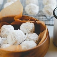 Snowball Cookies (Recipe on simplyhappenstance.com)